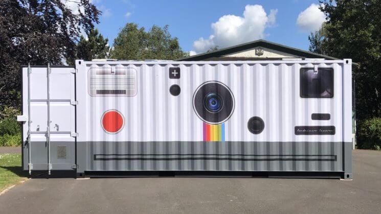 Fotografo trasforma un container in un enorme fotocamera
